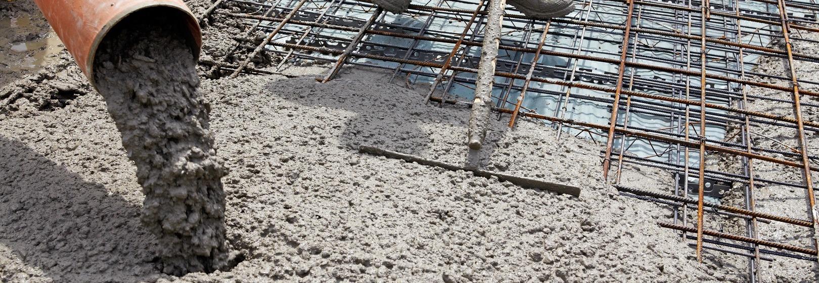 wylewanie betonu na fundament