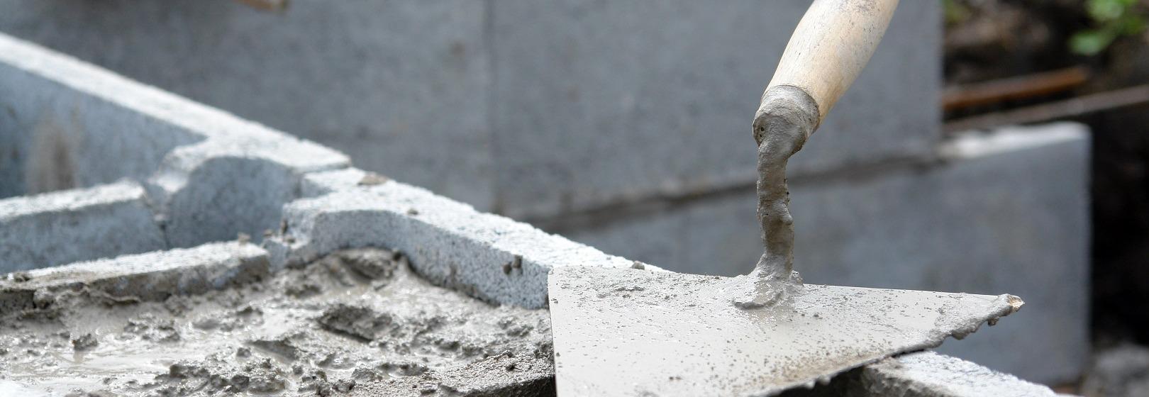 kielnia na ściance fundamentowej