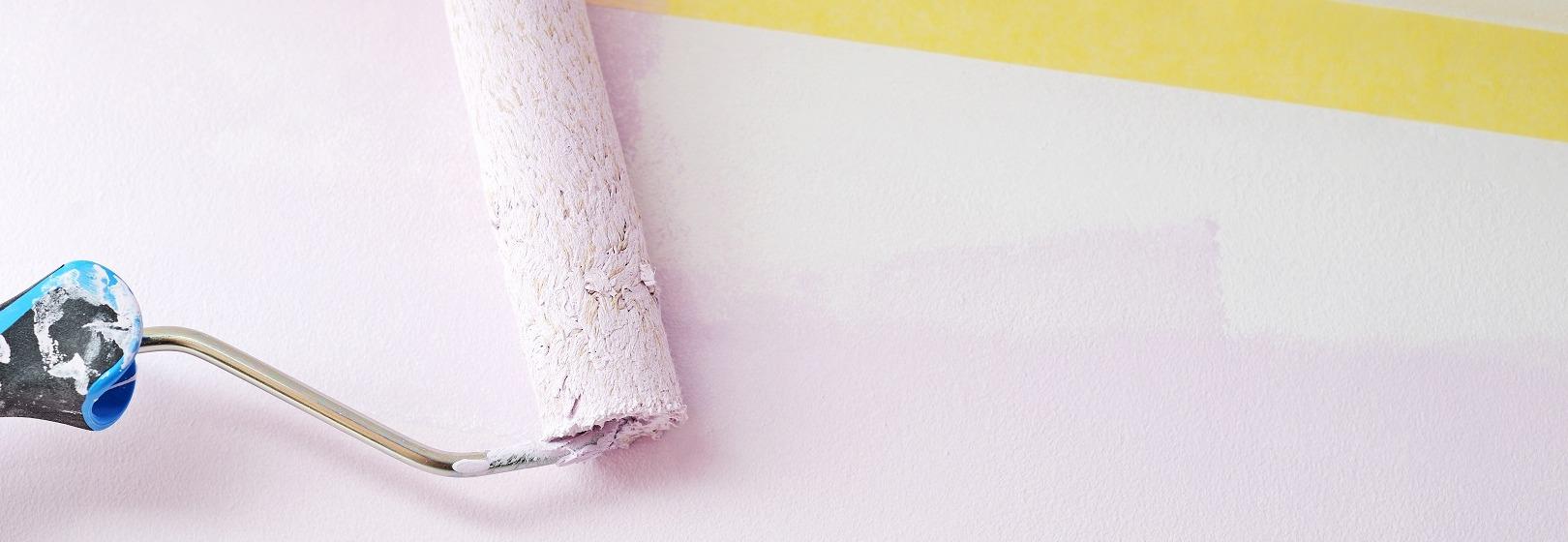 malowanie ściany wałkiem
