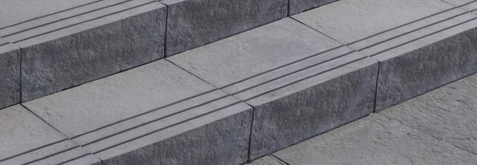 szare schody z kamienia