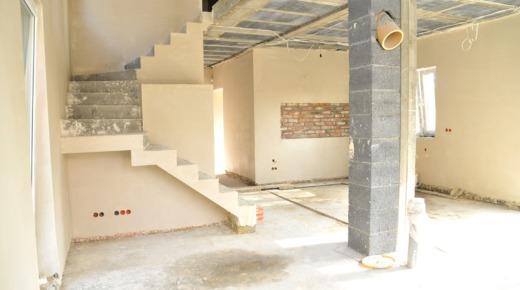 otynkowane ściany na budowie